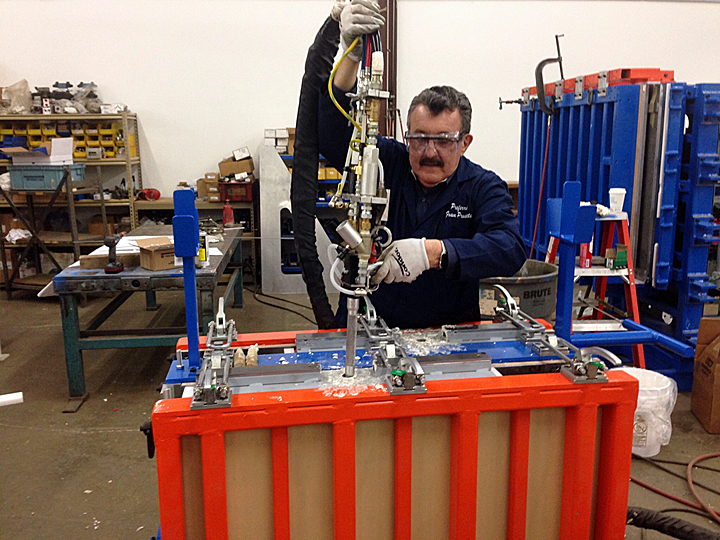Automatic Urethane Foam Dispensing Unit
